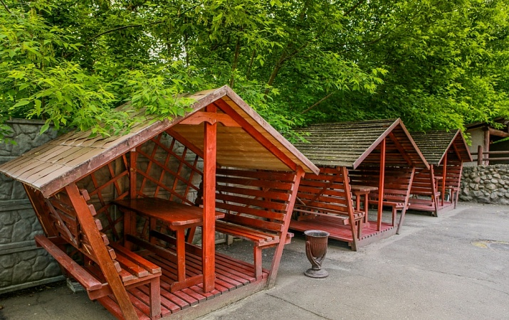 Rest areas (gazebos)